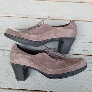 4/35 Clark's Bendables Gray Suede Heeled Oxfords